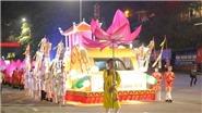 12 xe hoa khuấy động đường phố Bãi Cháy trong lễ diễu hành