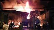 Cháy lớn tại bãi đỗ xe bồn chở xăng ở thành phố Nha Trang