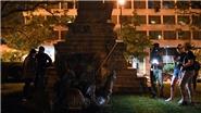 Người biểu tình kéo đổ tượng Tướng Albert Pike ở thủ đô Washington Mỹ