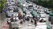 Mưa lớn, nhiều tuyến đường TP Hồ Chí Minh chìm trong biển nước