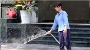 Nắng nóng 40 độ C, người Hà Nội 'nguỵ trang' như 'ninja'