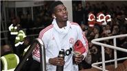 Paul Pogba khoe danh hiệu cầu thủ xuất sắc nhất tháng 12 ở Dubai