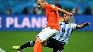 Vì cản Robben ghi bàn, Mascherano bị... rách mông