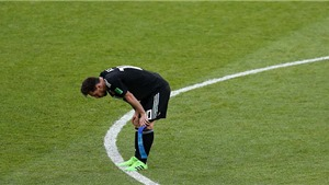 BÌNH LUẬN: Messi run rẩy, Argentina tấn công quá chậm, bế tắc