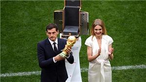 Phát sốt với 'bóng hồng' xinh đẹp bên cạnh Iker Casillas ở lễ khai mạc World Cup