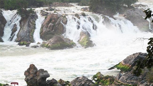 Một lần đến Lào, chiêm ngưỡng thác nước hùng vĩ, lớn nhất Đông Nam Á